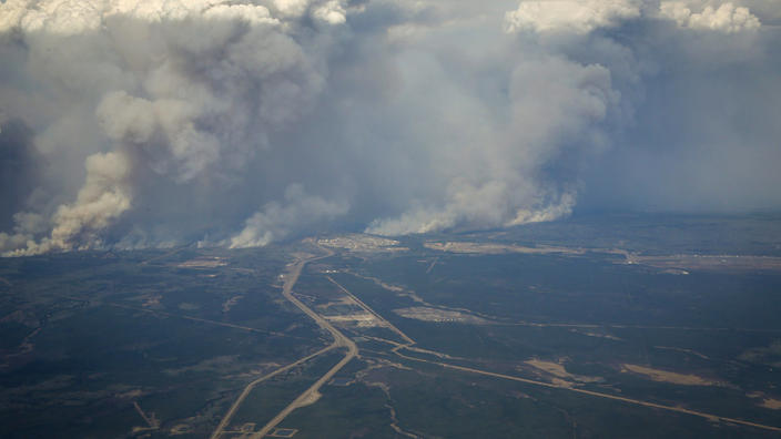 Canada City Wildfire Engulf, 88,000 People Flee